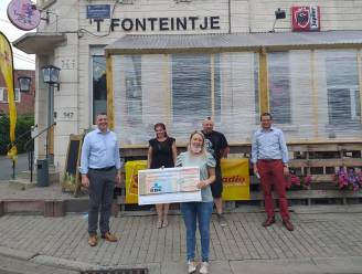 Koekenverkoop taverne 't Fonteintje levert 11.453 euro op voor slachtoffers brand