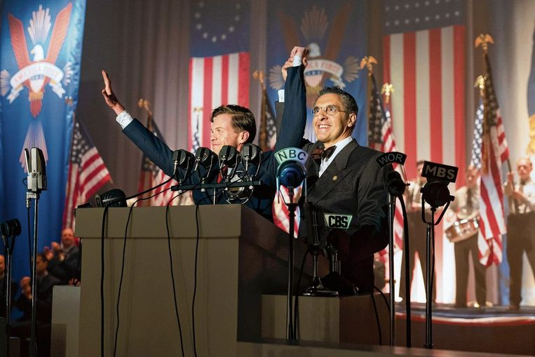 John Turturro  (rechts) in The Plot Against America. Beeld