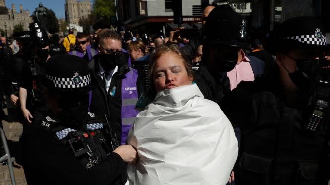 Vrouw met ontbloot bovenlijf gearresteerd tijdens begrafenis van prins Philip