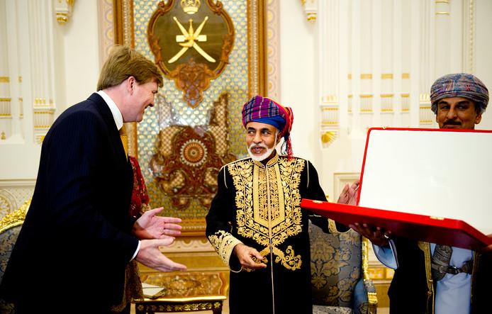 Willem-Alexander met sultan Qaboos tijdens een eerder staatsbezoek in 2009.