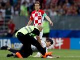 WK-finale verstoord door meerdere veldbestormers van Pussy Riot
