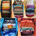 De tassen van de ketting-kledingruil in de Haagse Beemden