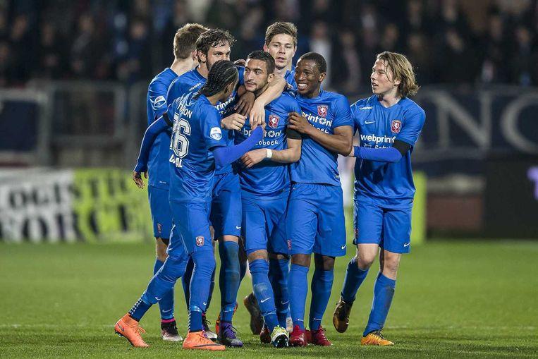 Vreugde bij FC Twente speler Hakim Ziyech (M) vreugde na zijn treffer. 2-3. Beeld anp