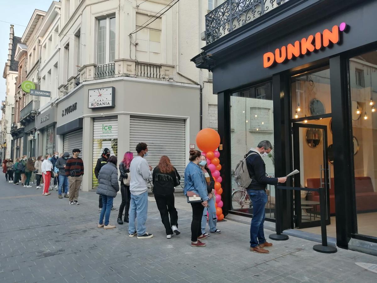 Dunkin' Donuts a ouvert une boutique au 33, Langemunt à Gand.