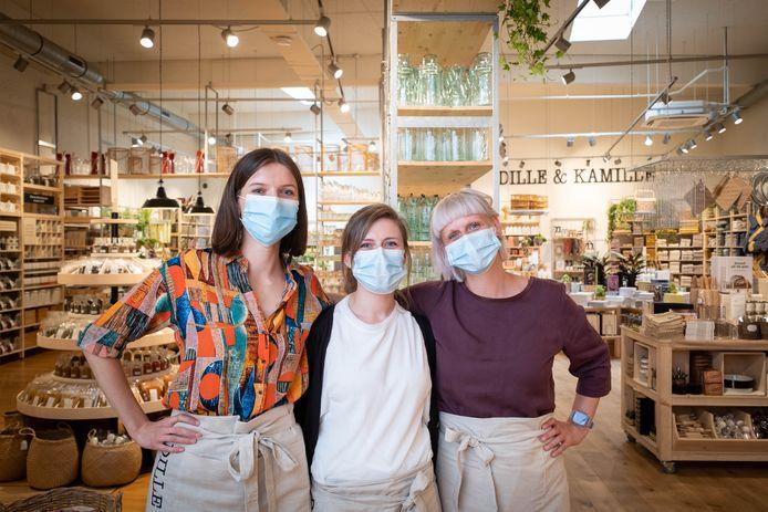 MECHELEN Dille en Kamille opent de deuren op de IJzerenleen. Lotte Steurs, Fenne Vanderstukken en Katrien De Bondt staan in de winkel.