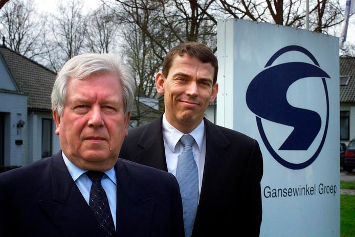 Archieffoto van Leo van Gansewinkel en zijn opvolger Ruud Sondag in  2001.
