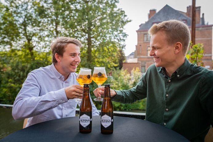 Mattis en Daan van het Gentse Alfons bier.