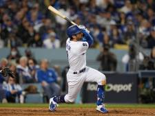 Ongekend: Taylor slaat drie homeruns en houdt LA Dodgers in race voor World Series