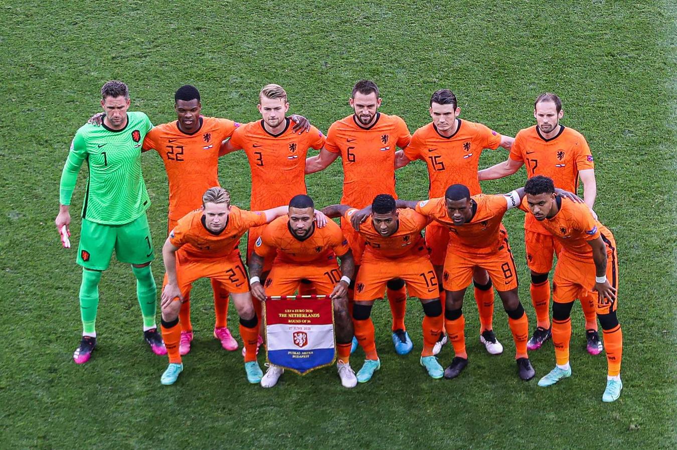 Het Nederlands elftal voor het duel met Tsjechië op het laatste EK.