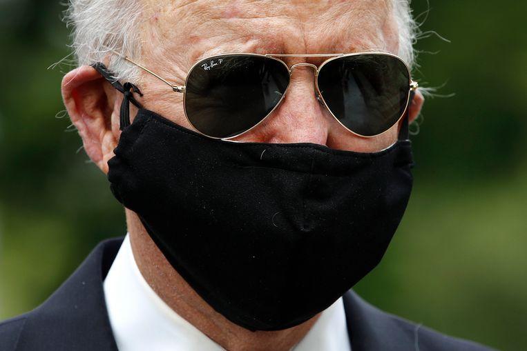 Als Joe Biden in het openbaar verschijnt, draagt hij in tegenstelling tot Donald Trump wel een mondmasker. Beeld AP