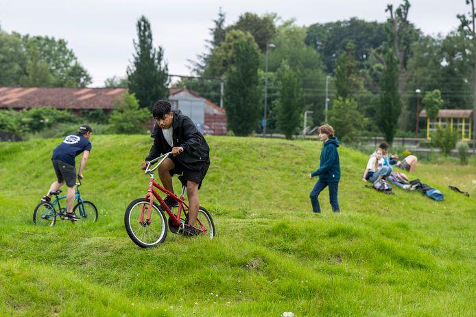 Opening van het BMX-parcours in Kalmthout. Burgemeester Lucas Jacobs testte het zelf uit.