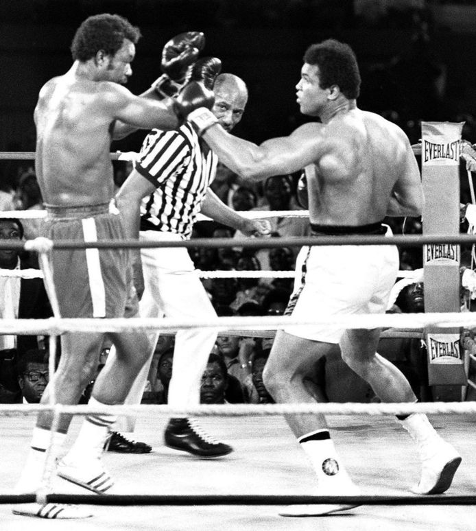 The Rumble in the Jungle in Kinshasa, met links Foreman en rechts Ali.