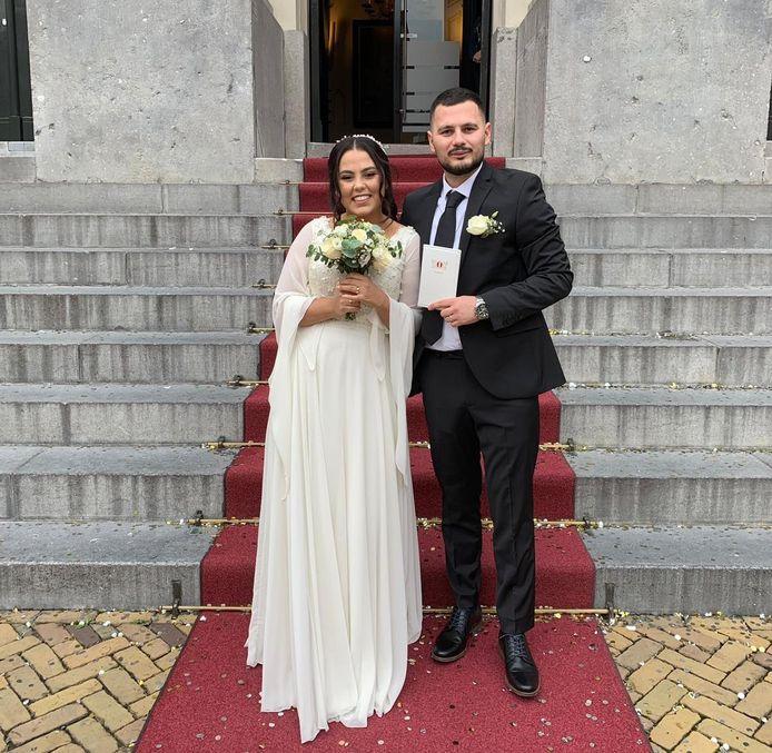 De 23-jarige Berna Karasahin trouwde in oktober 2019 met haar grote liefde Medet voor de wet in het stadhuis van Dordrecht. Haar huwelijksfeest zou op 14 maart 2020 plaatsvinden, maar kan niet doorgaan vanwege het coronavirus.