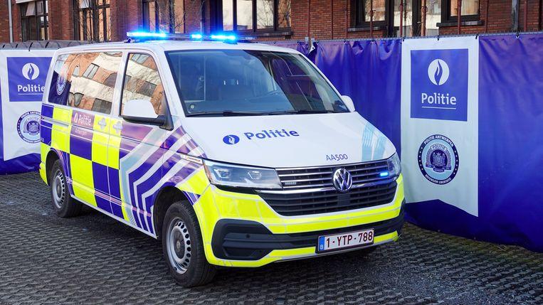 De Belgische politie deed dinsdagochtend invallen op meer dan tweehonderd plekken waar betrokkenheid bij drugshandel wordt vermoed, de grootste Belgische inval die ooit is gedaan. Beeld Belga