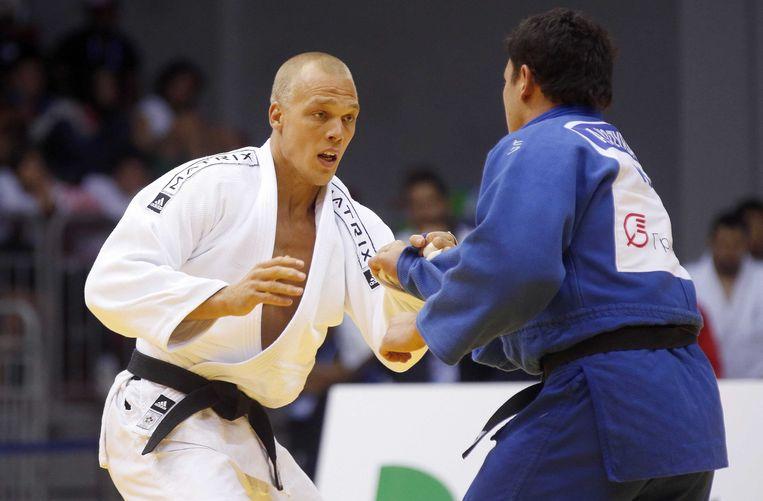 Henk Grol (links) in actie tijdens de WK judo in Tsjeljabinsk. Beeld epa