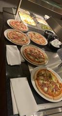 Na weken gezond eten en zeuren om hamburgers op zondagavond eindelijk pizza's.