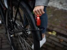 Actie Veilig Verkeer Nederland Nog steeds zonder fietsverlichting: 'Levensgevaarlijk'