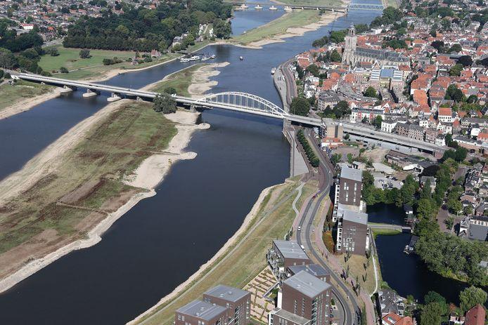 De IJssel bij Deventer vanuit de lucht[foto ricardo smit].