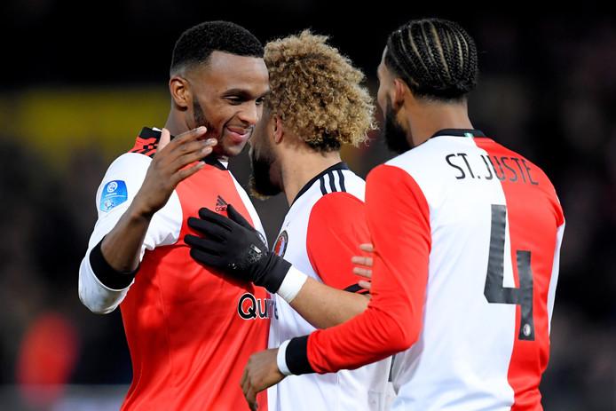 Cuco Martina (l) feliciteert Jeremiah St Juste met zijn goal.