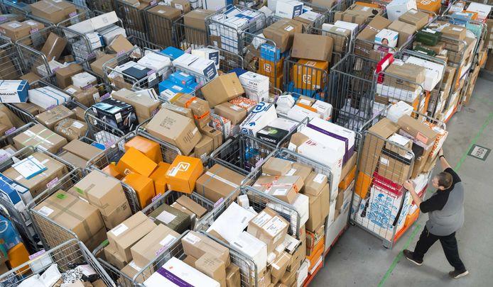 De pakketjestak van PostNL groeit als kool en moet de krimpende omzetten van de postdivisie compenseren.