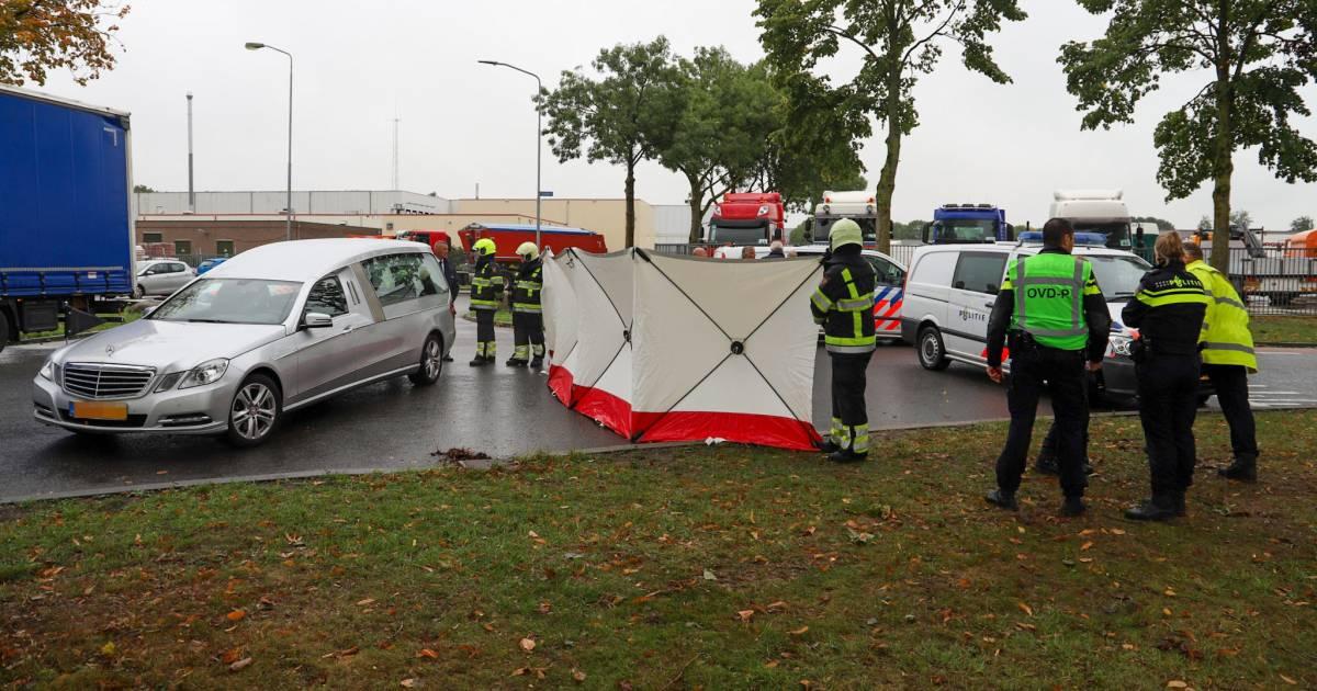 Fietser overleden bij aanrijding met vrachtwagen in Beuningen.