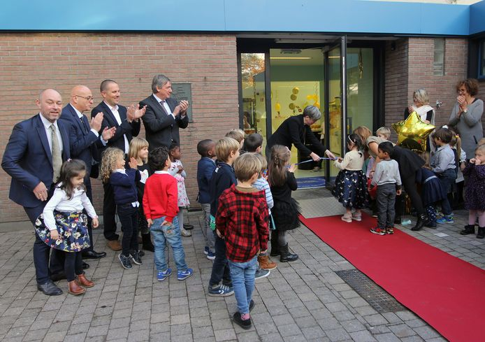 De opening van de vernieuwde kleuterschool van de Europse school in Mol