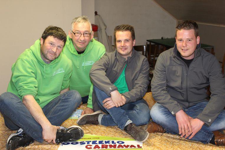 De kerngroep van carnaval Oosteeklo, met links Stijn Van De Veire.