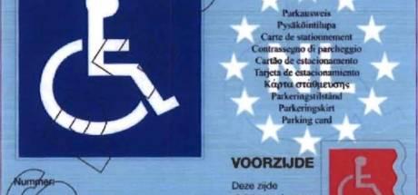 'Sportieve jonge mannen' parkeren met invalidenkaart overleden oma: 1500 euro boete