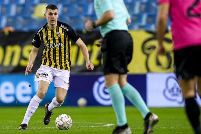 Jacob Rasmussen in actie tegen FC Utrecht.