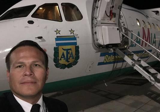 De piloot van het neergestorte vliegtuig, Miguel Alejandro Quiroga.