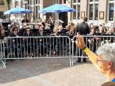 Warm welkom voor lopers in Cuijk: Vierdaagse Orkest en gratis knuffels