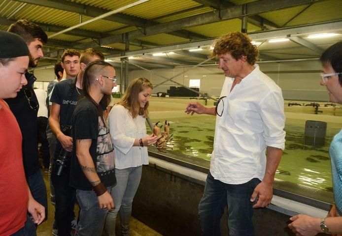 Archieffoto: Franse studenten aquacultuur kijken in Yerseke rond bij Le Petit Pêcheur.