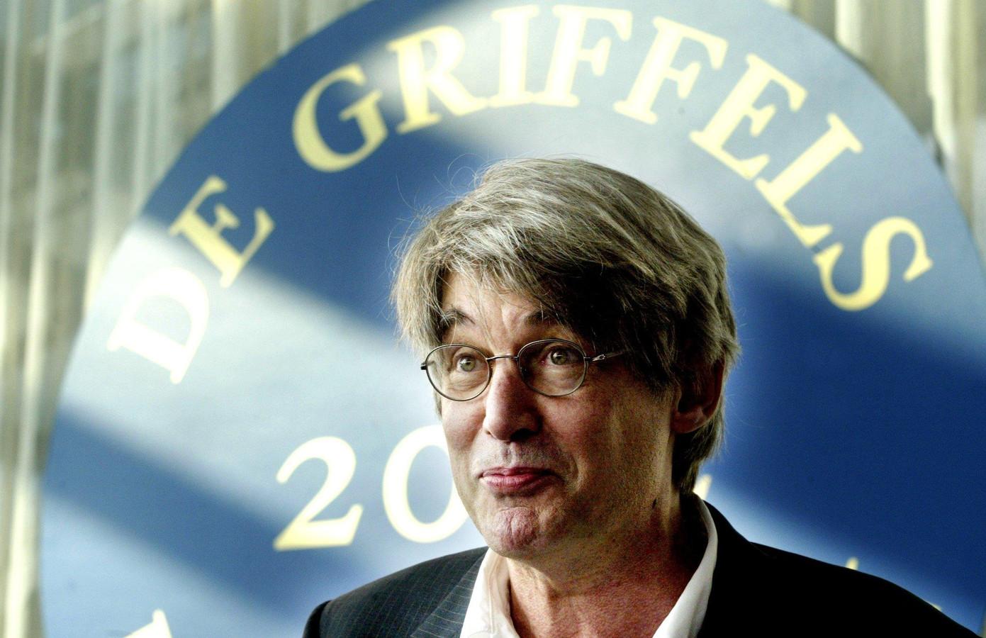 Peter van Gestel op een foto in 2002.  Hij werd toen winnaar van de Gouden Griffel, de prijs voor het beste kinderboek. Hij won met zijn boek Winterijs.