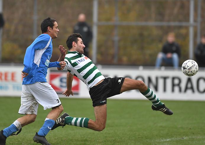 Zeelandia Middelburg (groen-wit) haalde uit tegen Schoondijke.