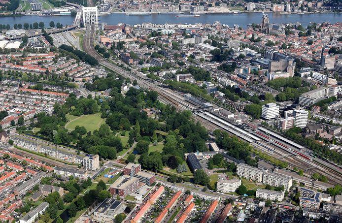 De spoorzone loopt van Amstelwijck tot het station in Zwijndrecht en is 7,5 kilometer lang.