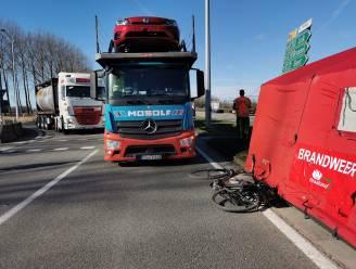 Fietser kritiek na aanrijding door vrachtwagen op oversteekplaats in Waaslandhaven
