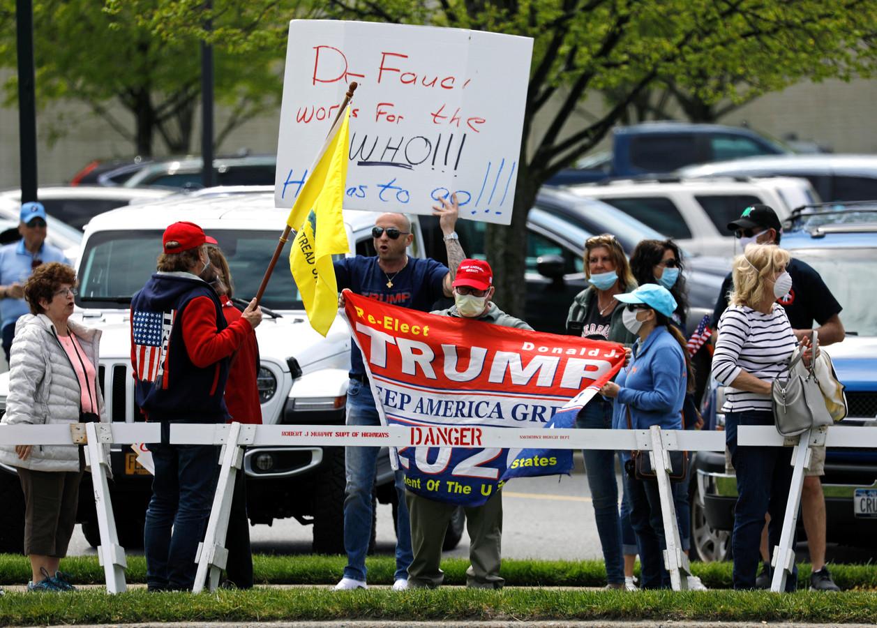 Demonstranten op een 'heropen New York Rally' in Commack, New York.