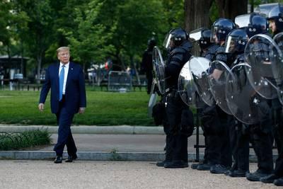 """Trump dénonce des actes de """"terrorisme intérieur"""" et promet des mesures pour """"dominer les rues"""""""