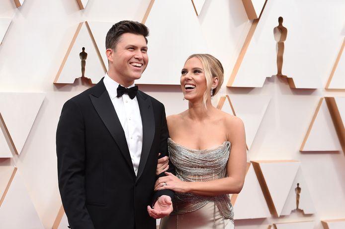 Colin Jost en Scarlett Johansson.