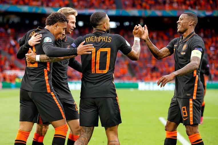Donyell Malen, Frenkie de Jong, Memphis Depay en Georginio Wijnaldum beleven met Oranje tot op heden een prima EK. Beeld Pro Shots / Stanley Gontha