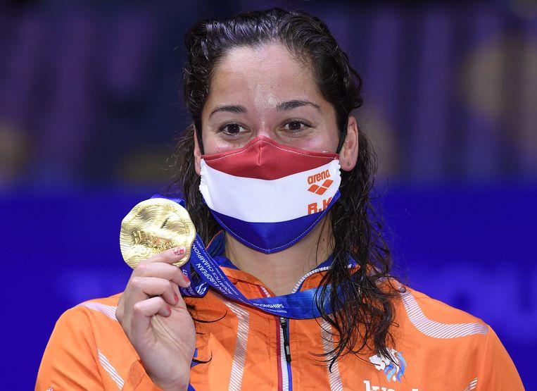 Ranomi Kromowidjojo is blij met haar gouden medaille op de 50 meter vrij. Beeld EPA