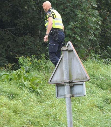 Eén persoon overvallen op kruising in Enschede, politie zoekt daders