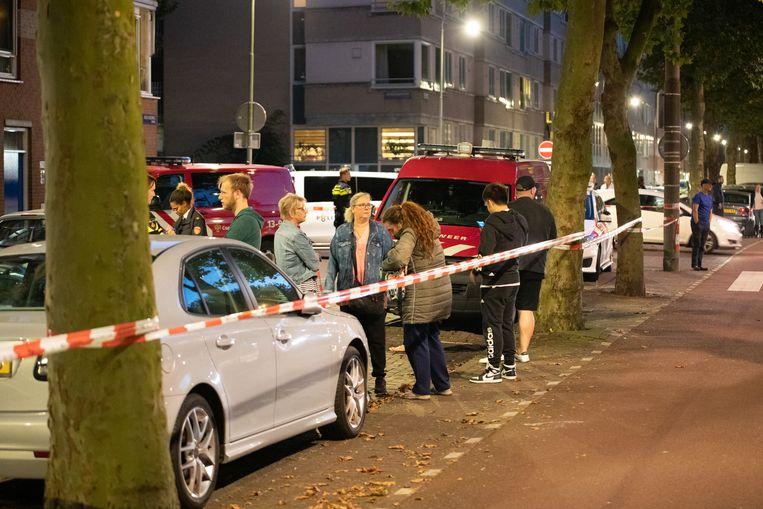 Een deel van een flat aan de Insulindeweg in Amsterdam-Oost werd ontruimd na de vondst van een grote hoeveelheid kwik in het trappenhuis.  Beeld Hollandse Hoogte / Inter Visual Studio