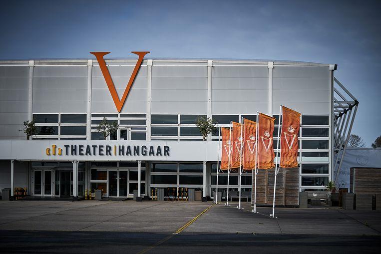 Het terrein van de theaterhangar waar de musical 'Soldaat van Oranje' speelt. De theatervoorstellingen liggen stil vanwege de coronabeperkingen. Die beperkingen zijn nu weer strenger dan in de zomer, toen de theaters en horeca open waren, en de werkgelegenheid in die sectoren weer toenam. Beeld ANP,