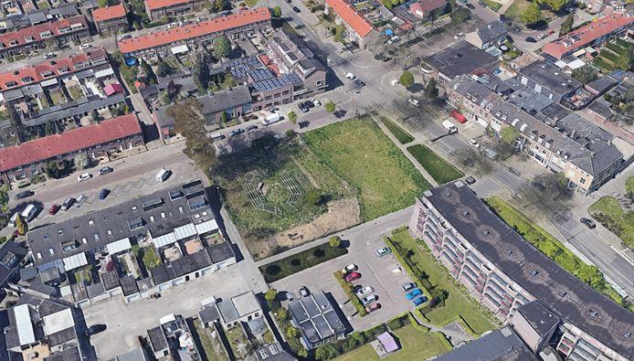 Het grasveld aan de Tinelstraat in Eindhoven waar Woonbedrijf 36 appartementen wil gaan bouwen.