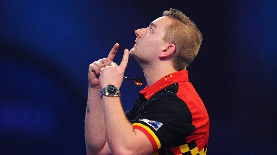 Dimitri Van den Bergh in Premier League darts.