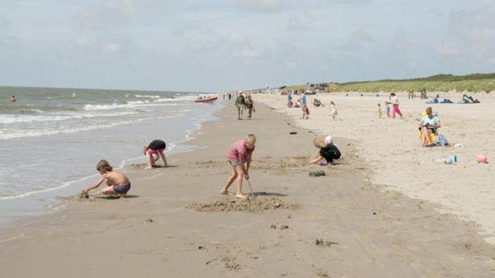 Over veertig jaar is de kust op de koppen van Voorne-Putten en Goeree-Overflakkee drastisch veranderd.