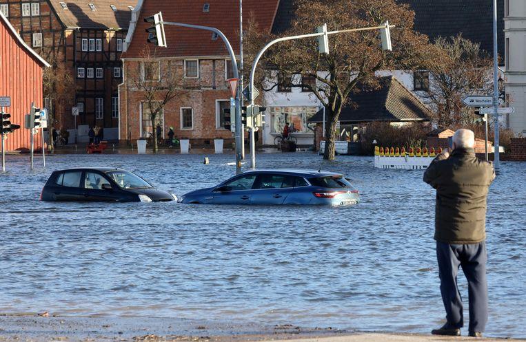 In het noorden van Duitsland hebben ze last van veel regen die door stormwind wordt aangevoerd. De stad Wismar staat bijvoorebeeld onder water.