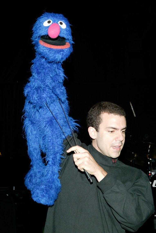 Grover en een van zijn assistenten, New York, 2003. Beeld Getty Images