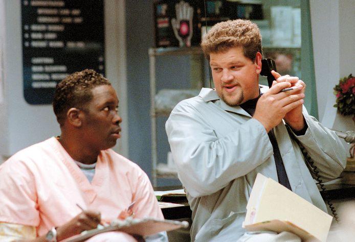 """Deezer D. (à g.) et Abraham Benrubi (Jerry) à d., dans un épisode d'""""Urgences"""""""